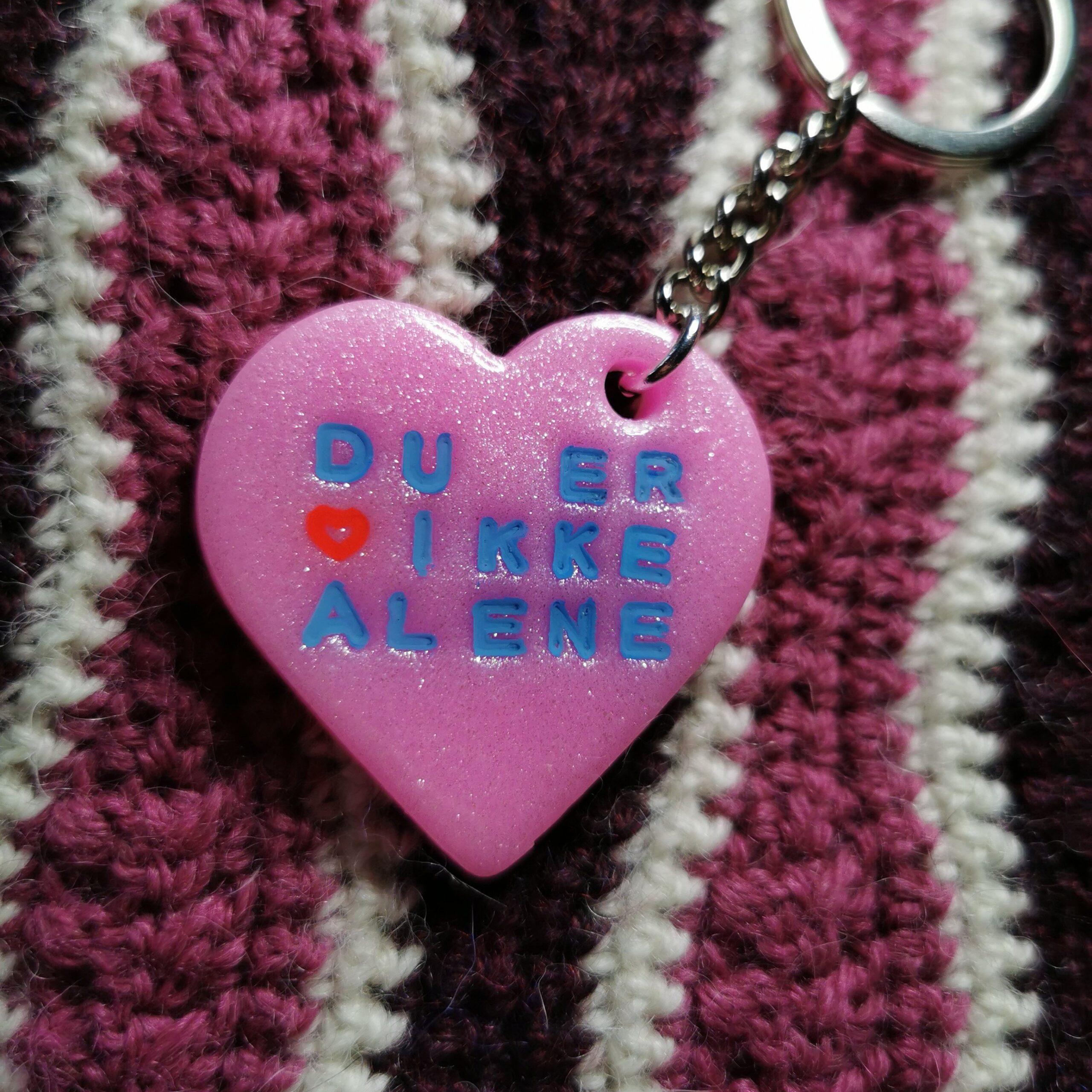 lyserødt glimmer hjerte du er ikke alene